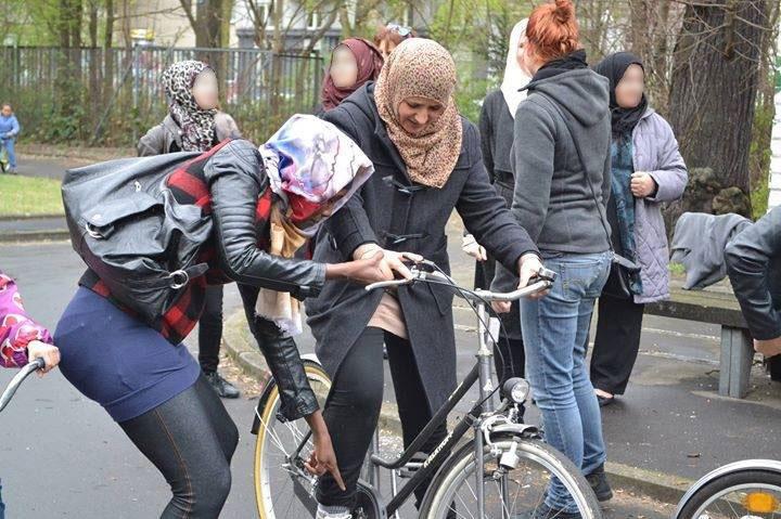 Fahrrad fahren schickt sich nicht